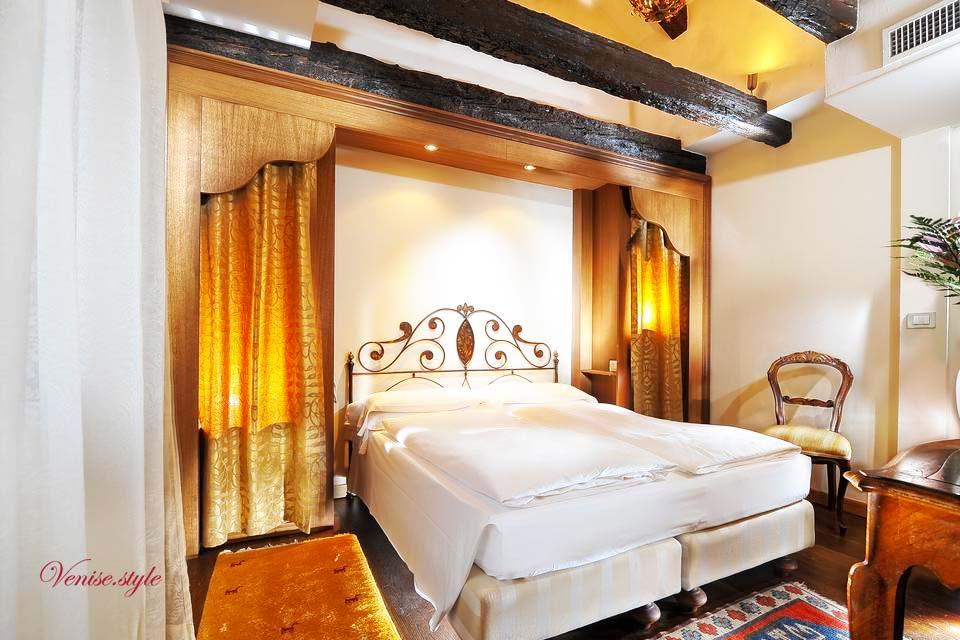 les h tels de venise haut de gamme ou luxe prix raisonnables. Black Bedroom Furniture Sets. Home Design Ideas